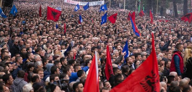 Με πόλεμο απειλεί η Σερβία την Αλβανία για το Κόσοβο