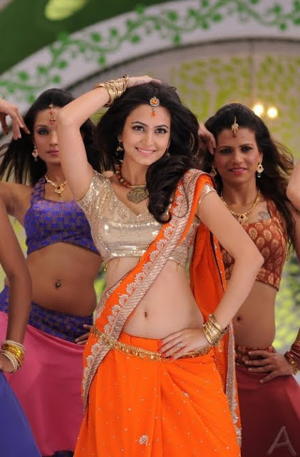 Look Out How Temptating kirti Kharbanda Hot Belly & Cleavage Image Is?