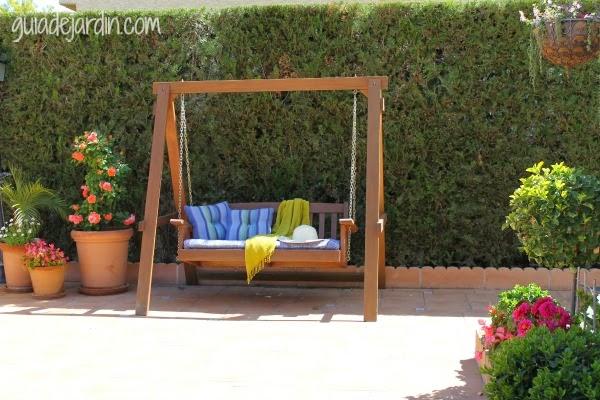 10 muebles de exterior para descansar en el jard n guia for Muebles de madera para patio
