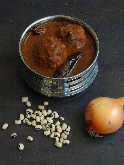Black eyed peas Dumplings Kuzhambu, Karamani Urundai Kuzhambu