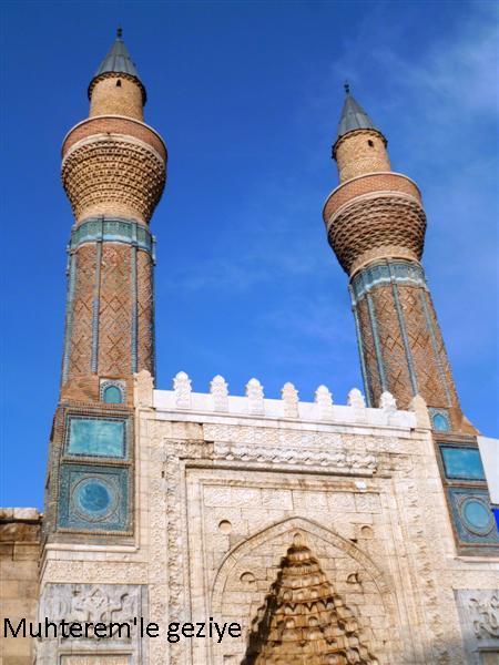 gökmedresenin minareleri