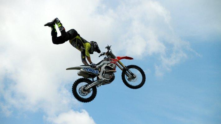 Wallpaper 4: Motocross Aerial Acrobatics