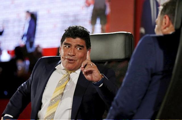 """Maradona diz que """"filho da p* do Ronaldo"""" não é melhor de sempre"""