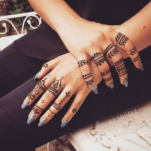 Spunky Ring Mehndi Designs For Fingers