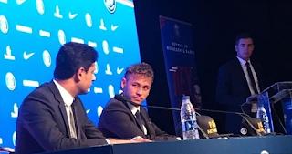 ناصر الخليفي مع نيمار في المؤتمر الصحفي