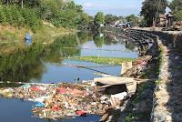 Sampah Menumpuk di Bantaran Sungai DAM Rontu, Warga Usulkan Pemkot Bikin Perda Penataan Sungai