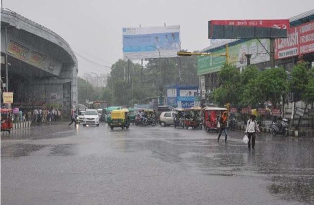 बारिश के कहर से यूपी वालों को अभी नहीं मिलेगी राहत