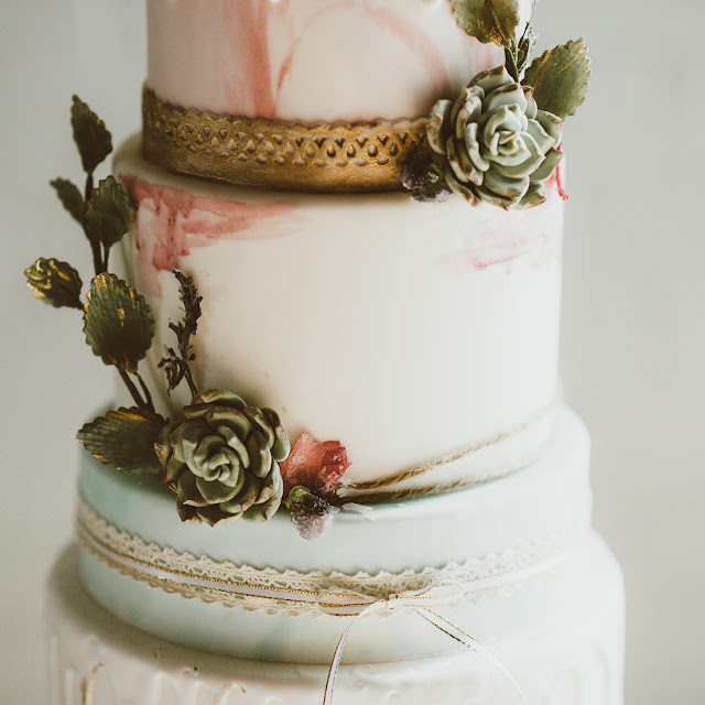 pretty bohemian wedding decor inspiration | boho cake and succulents