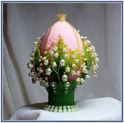 Яйцо пасхальное с ландышами тз бисера и бусин