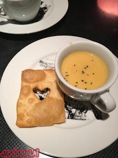 Galleta carta corazón restaurante Alicia Ginza Tokyo