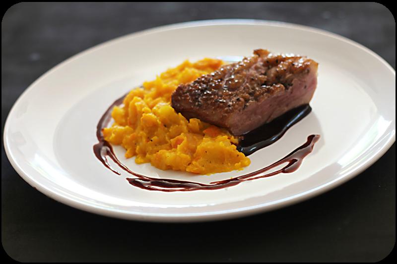 Rezept für Glasierte Entenbrust, Hokkaido-Kartoffelstampf en papillote, Portweinjus | Arthurs Tochter Kocht von Astrid Paul