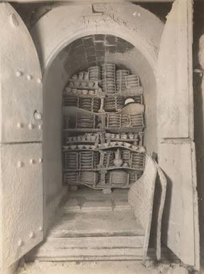 Bottle oven - muffle hardening-on kiln Oven interior Spode 1900 - 1920