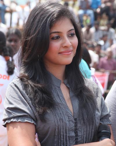 Tamil Mallu Actress Anjali Smiling Stills At Kabaddi