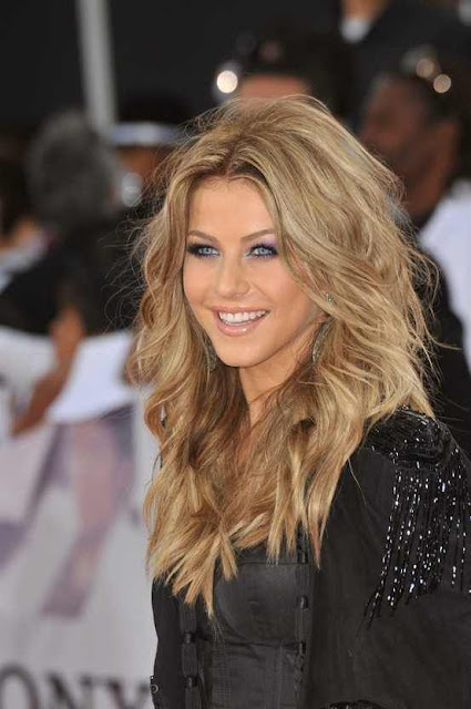 Long wavy hair with dirty blonde color