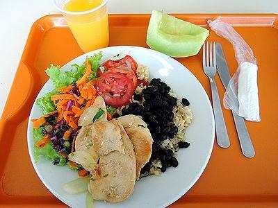 MUITO BRASIL: 朝食・昼食は会社の義務