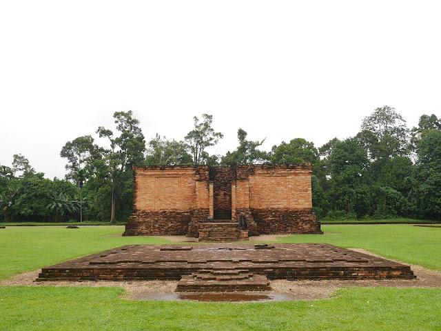 Candi Gumpung di kompleks Muaro Jambi