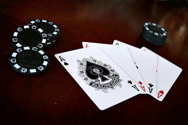 Hướng dẫn cách chơi đánh bài xì tố (sám cô) ongame