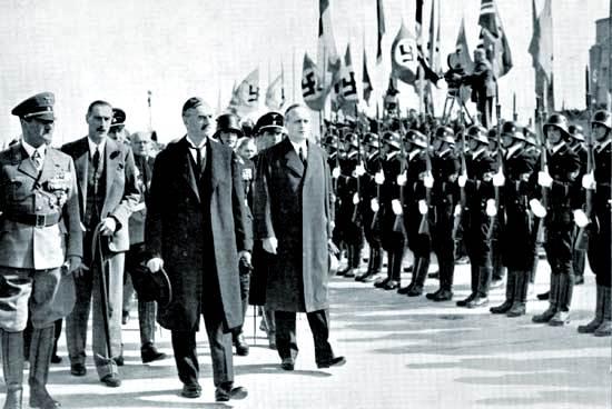canciller alemán Adolf Hitler (a la izquierda) y el primer ministro británico Neville Chamberlain