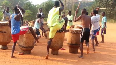 http://www.ilikemysocks.com/a-lafrica-amb-els-nens/