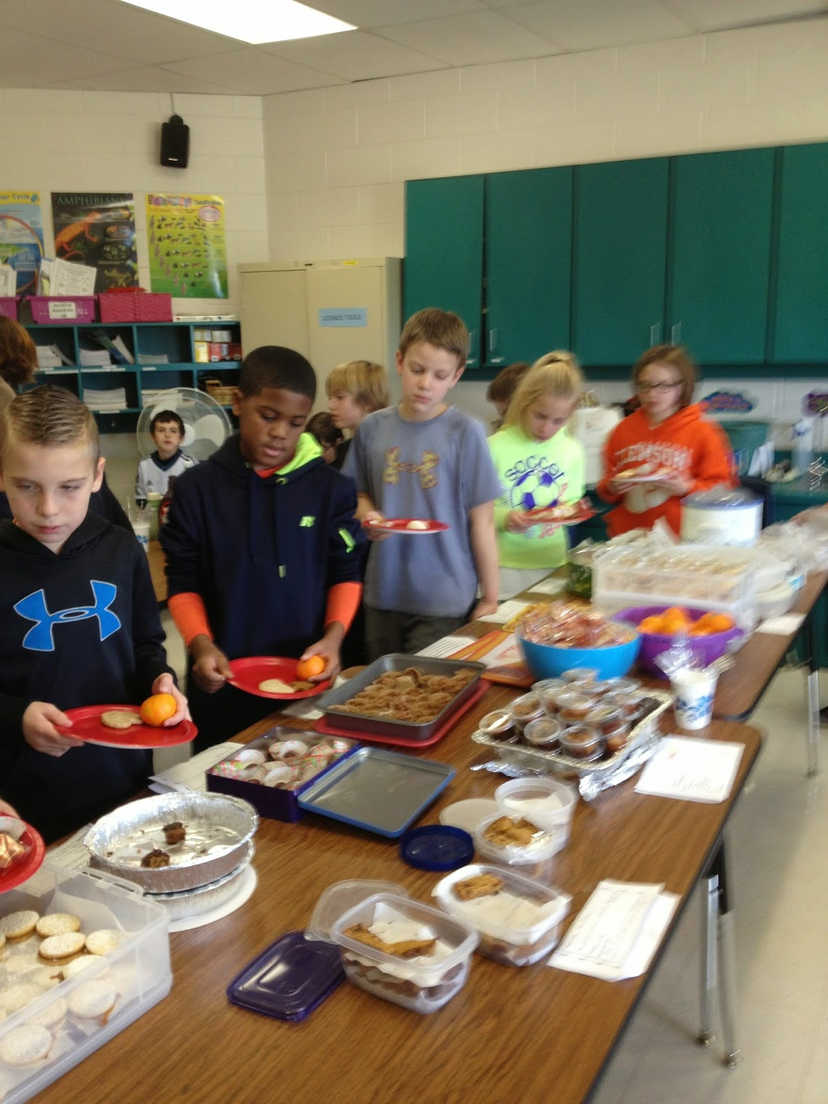 Christmas Around the World Web Quest and More! - Rockin Resources