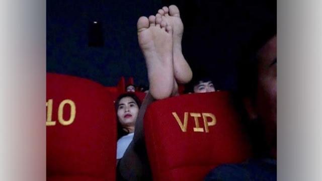 Lakukan Hal Tak Pantas saat Nonton Bioskop, Wanita Ini Dihujat Netizen