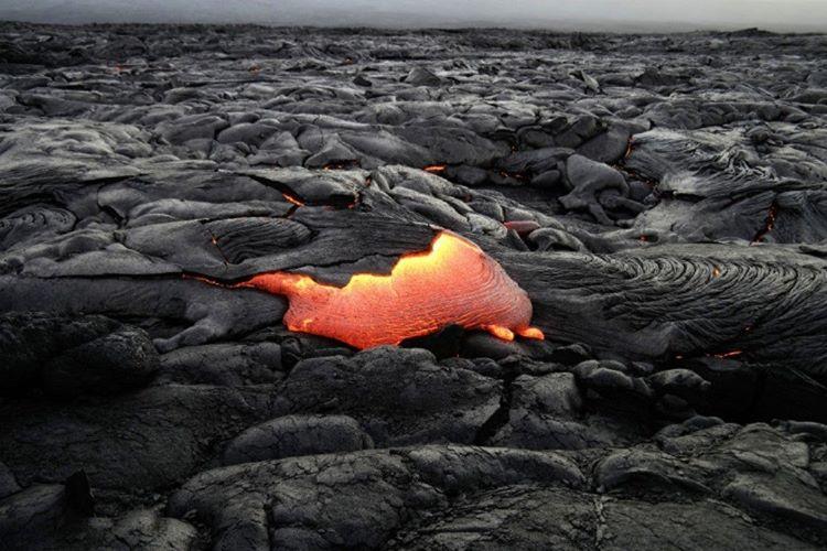 Lav akıntıları zaman içinde katılaştığı için, iç kısımda bulunan lavların henüz katılaşmadığı düşünülüyor.