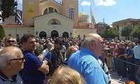 Συγκίνηση στην κηδεία του Χάρρυ Κλυνν στη Θεσσαλονίκη - Παρών ο Αλέξης Τσίπρας (εικόνες - βίντεο)