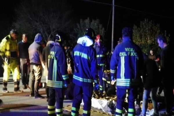 #Disaster in #Italy :  Stampede at club in Corinaldo (Ancona) kills 6 and injures 100 more 'after pepper spray fired'