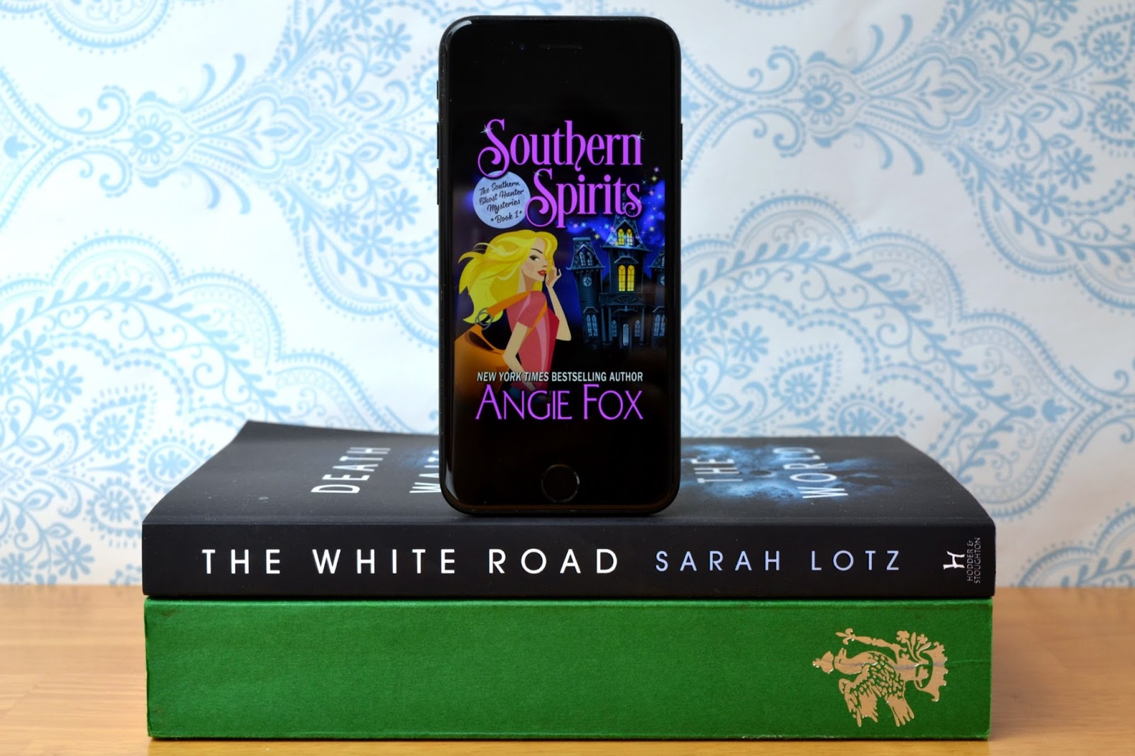Southern Spirits by Angie Fox, The White Road by Sarah Lotz and Anne Boleyn: A King's Obsession by Alison Weir