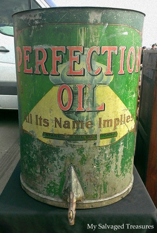 Vintage Perfection oil can