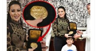 """تكريم الفنانة سمية الخشاب بـ""""ختم الرسول"""" يثير موجة غضب بالسعودية"""