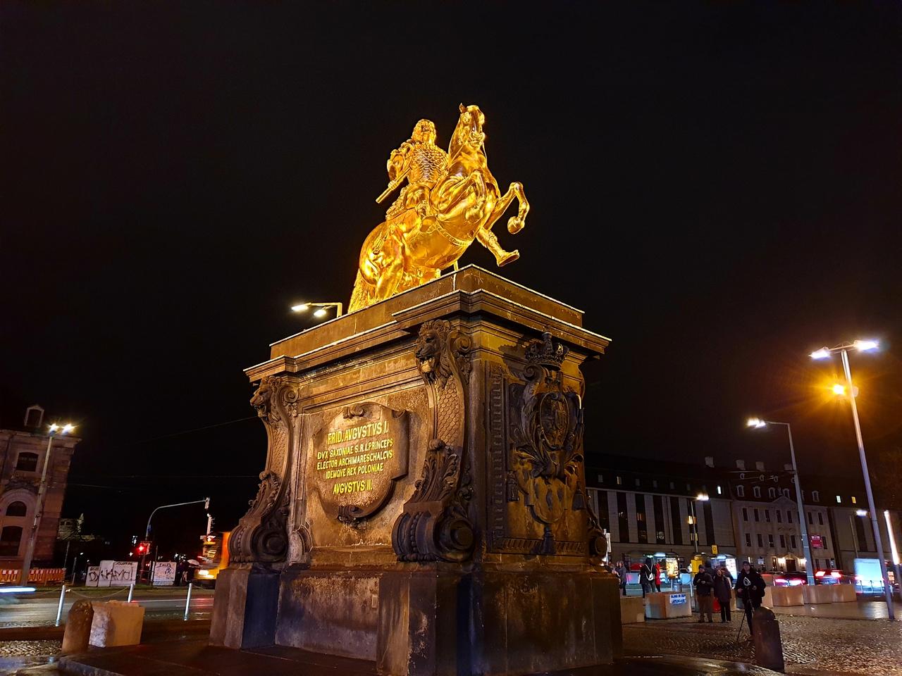 pomnik Złotego Jeźdźca, Drezno.