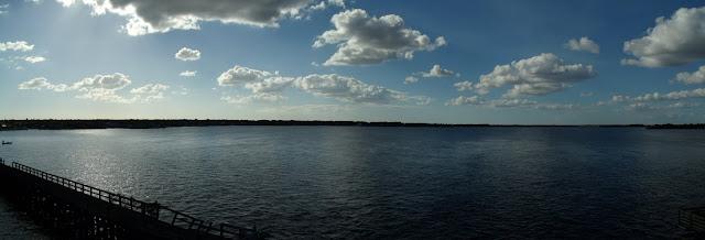 Vista hacia el norte del Myakka River desembocando en la bahía de Charlotte