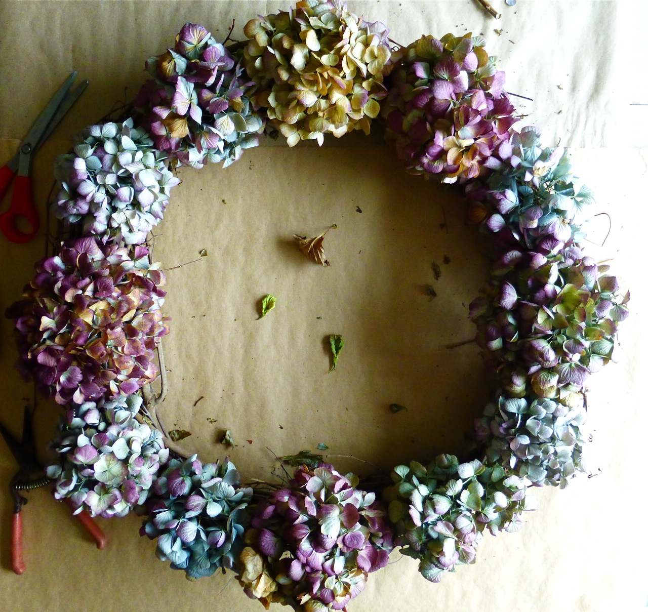 Do It Yourself, DIY, Hydrangea wreath, how to make a hydrangea wreath, make a hydrangea wreath