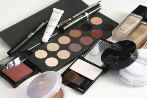 Cosmetics networking is a business with small capital.
