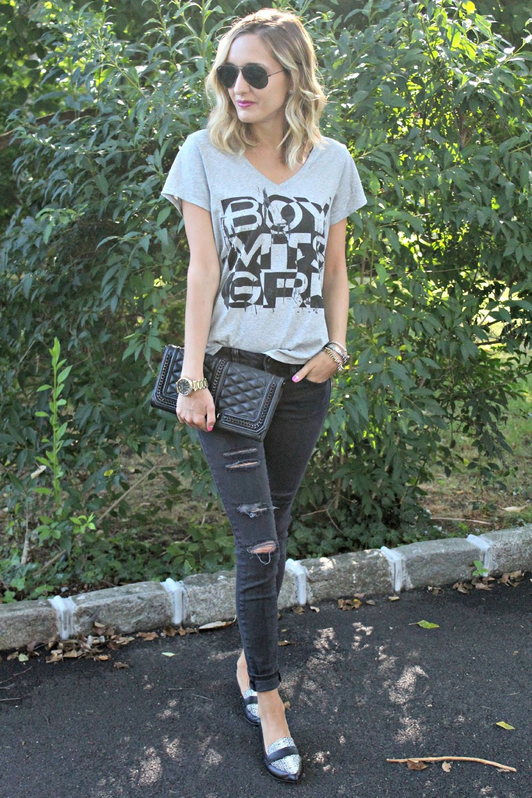 how to style a casual graphic tee