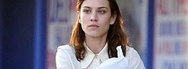 c2b560fd729f Alexa Chung's Simple Look as She Shops for Groceries in Hollywood ...