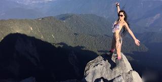 Πέθανε από το κρύο η διάσημη ορειβάτης με το μπικίνι.