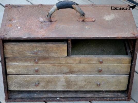 Rusty Vintage toolbox garden DIY