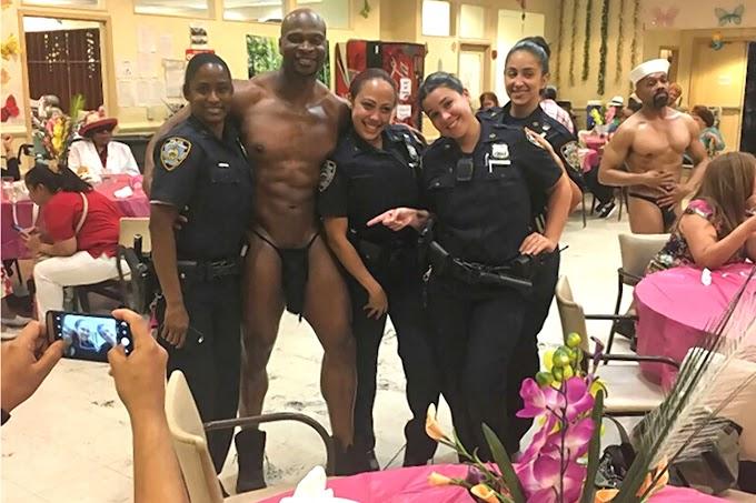 Policías dominicanas serán sancionadas por posar con stripper en fiesta a las madres en el Alto Manhattan