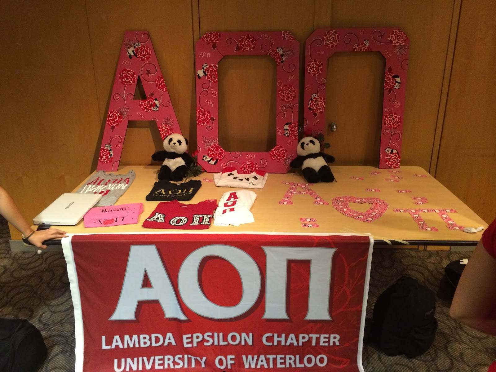 Le Northern Belle | Alpha Omicron Pi at the University of Waterloo Recruitment Booth