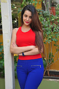 diksha panth latest sizzling pics-thumbnail-3