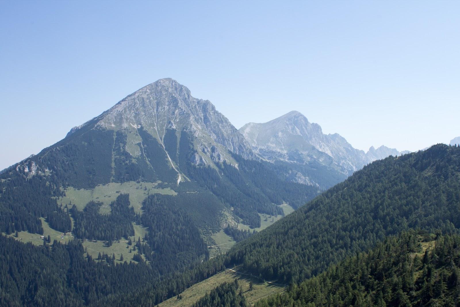 Von der Ardningeralmhütte über den Wildfrauensteig auf Frauenmauer, Bosruck und Kitzstein. - Blick auf den Großen Phyrgas