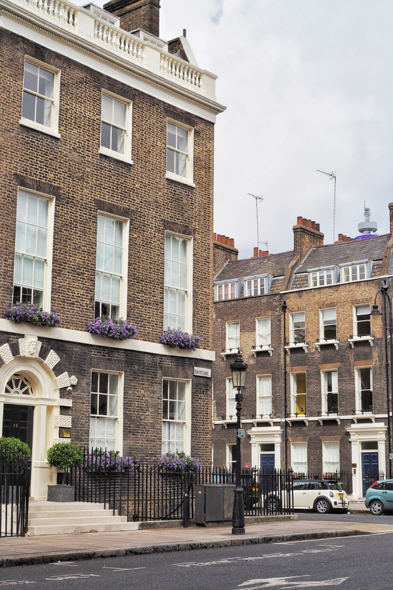 Les jolis quartiers aux façades en briques de la ville de Londres