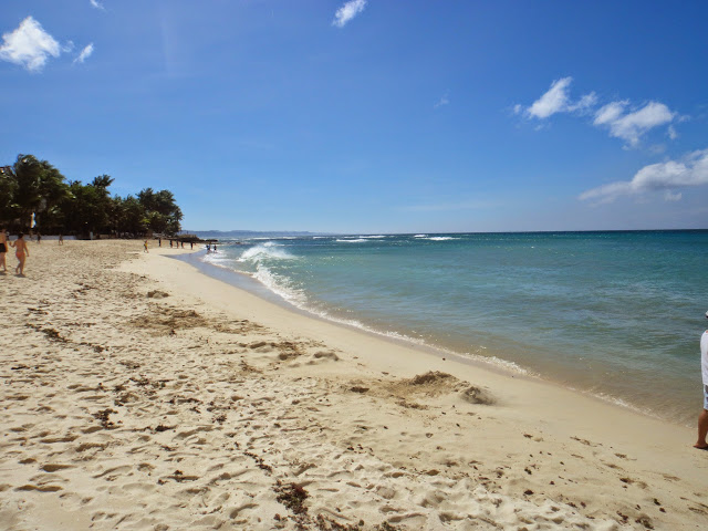 http://www.wanderfulexperience.info/2013/07/pagudpud-casa-victoria-beach-resort.html