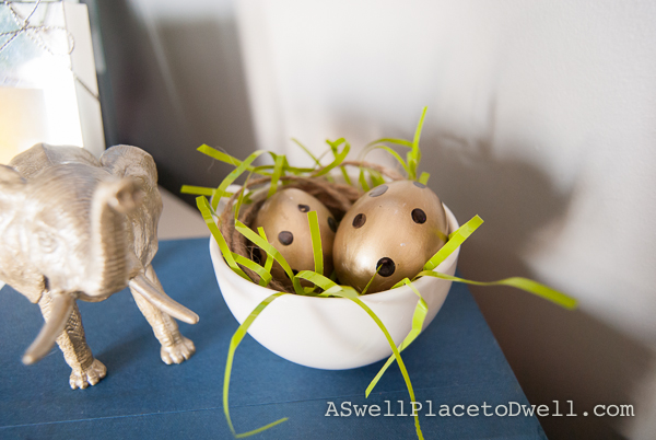Gilded easter eggs // www.aswellplacetodwell.com