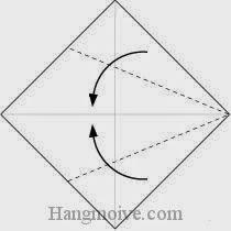 Bước 1: Gấp chéo cạnh hai tờ giấy vào trong.