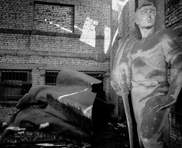 Worker statue in TIrana