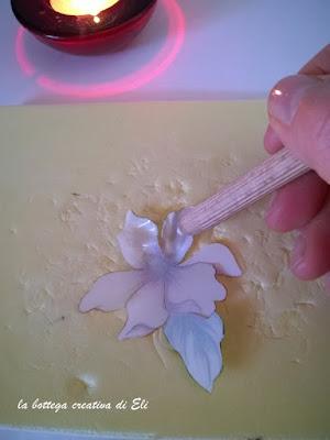 come-modellare-i-fiori-con-la-tecnica-del-sospeso-trasparente
