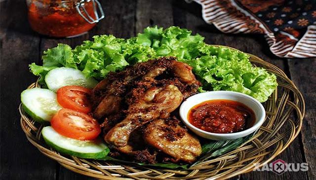 13 Aneka Resep Ayam Goreng Yang Enak, Empuk, dan Gurih